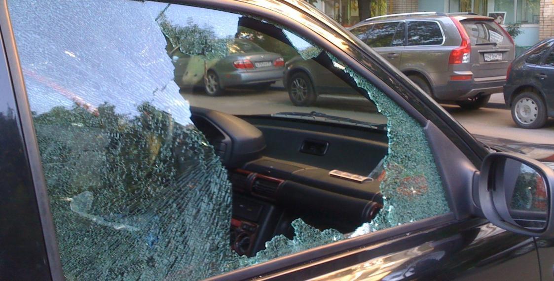 В Таганроге задержаны 4 молодых рецидивиста, укравших из авто сабвуфер, усилитель и колонки