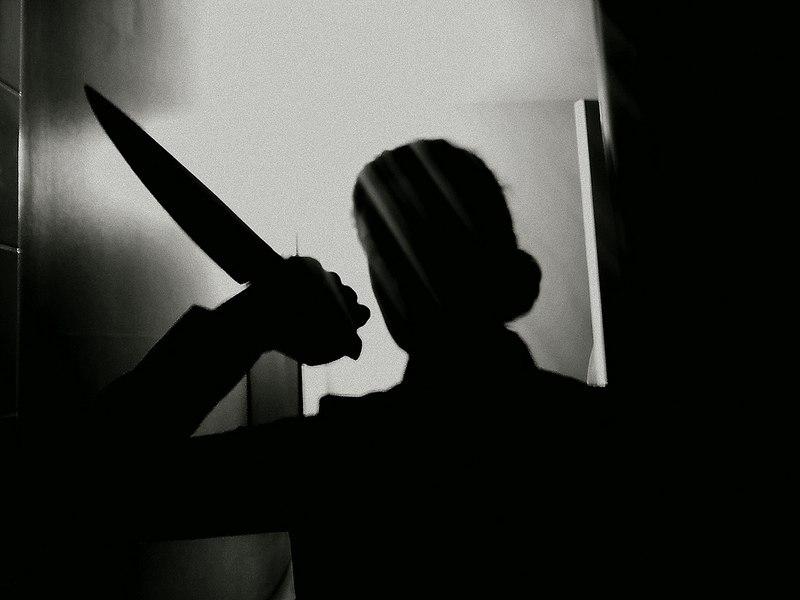 В Таганроге полицейские задержали женщину, порезавшую ножом своего знакомого