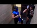 Мортал Комбат в лифте прикол