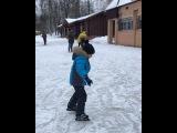 Пробное катание на коньках⛸ Лёд был ужасный, поэтому не справилась даже я🤸🏻♀️ Хотя с 6 лет на коньках стою. У Мити второе катание, первое было на Кипре😁 Бэлла сегодня первый раз встала на коньки, хотя вооб