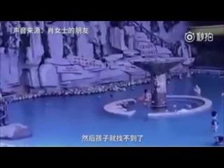 Ребёнок утонул в бассейне, пока его мать рядом с ним писала СМС