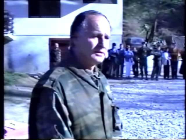 General Radislav Krstic daje zastavu 10 diverzantskom odredu