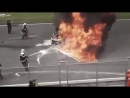 Авария - ужас на гонках, авария с возгоранием, пытаются достать человека с горящ