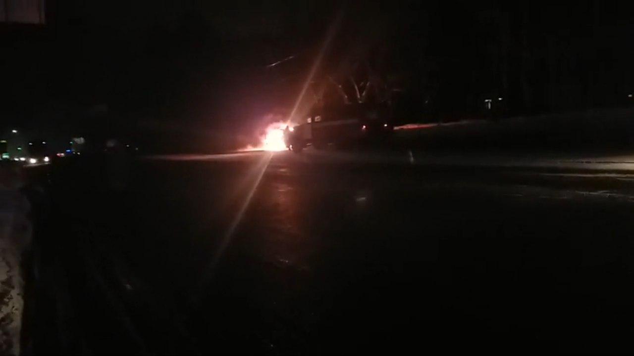 В Харькове горел автомобиль (ВИДЕО)