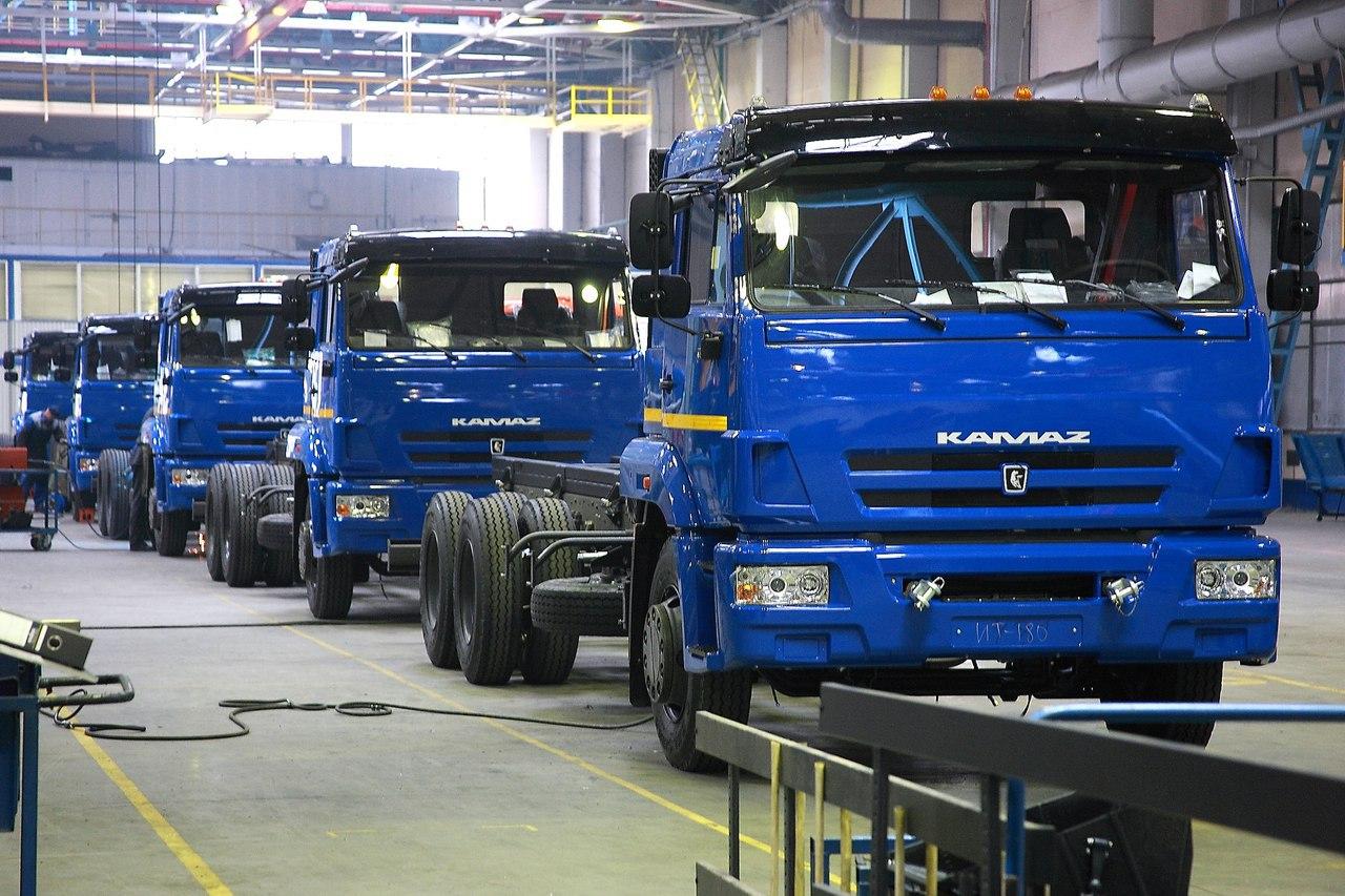 В России растет производство легковых автомобилей, грузовиков и автобусов  Выпуск легковых автомобилей в РФ в январе-апреле вырос на 22,3%, всего было собрано 423 тыс.