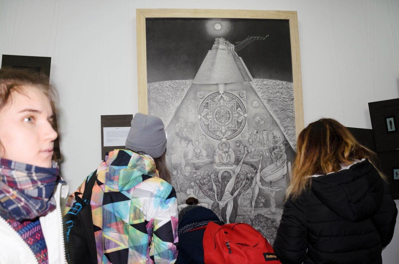 В Херсоне открылась оригинальная выставка картин об истории цивилизации