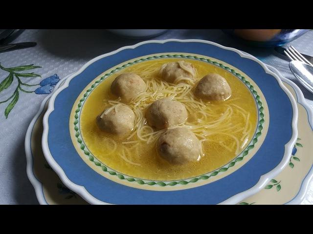 Воскресный обед Суп с курочкой.Сметаный соус и хлебные галушки.