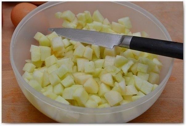 НУ ООООЧЕНЬ ВКУСНАЯ ШАРЛОТКА Ингредиенты: - 2-3 яблока, - 1