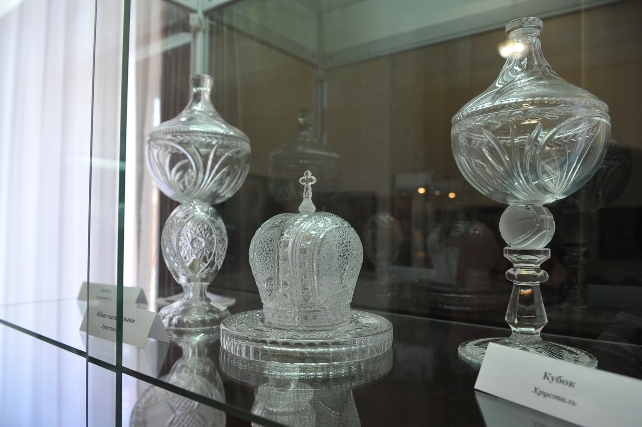 В Таганрогском художественном музее представлена экспозиция ТАГМЕТа «Таганрог хрустальный»