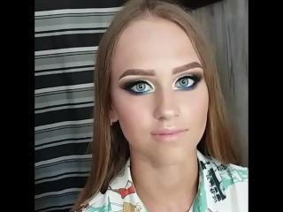 Викуля) с ярким макияжиком в моем исполнении