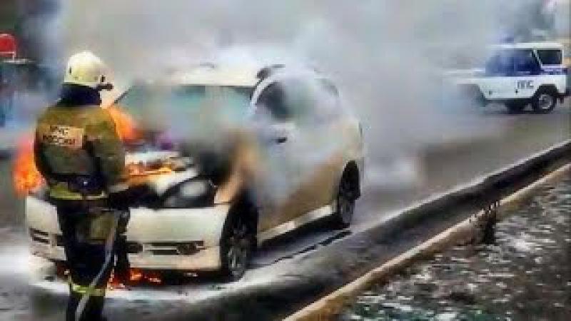 Это Россиия Детка l Как работают пожарные,даже владелец сгоревшего авто смеется ...