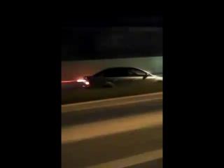 Девушка едет на полной скорости по встречке в Сочи