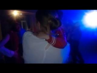 танец маленьким мужчиной Максимом