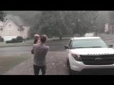 Девочка и её самый первый летний дождь