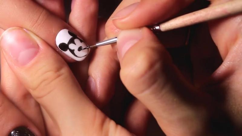 Маникюр с фольгой - Микки Маус на ногтях - Mickey Mouse on nails - Nancy Wave