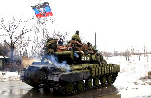 Ополченцы пошли на штурм Авдеевки, используя танки и БМП