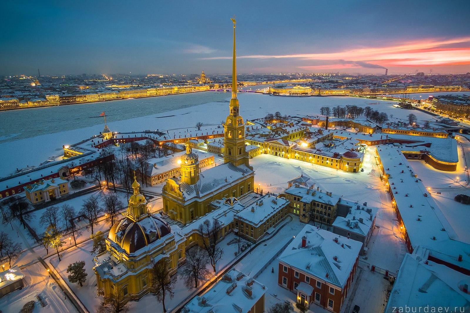 Петропавловский собор в Санкт-Петербурге зимой
