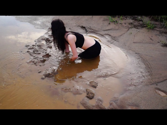 Girl in Waders meets Quicksand