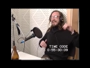 Бородатый мужик сидит на толчке и смеется