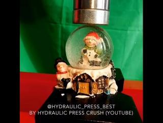 Гидравлический пресс VS Снежный шар