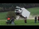 Crash Test mit Anti Terror Sperre Fahrer schwer verletzt