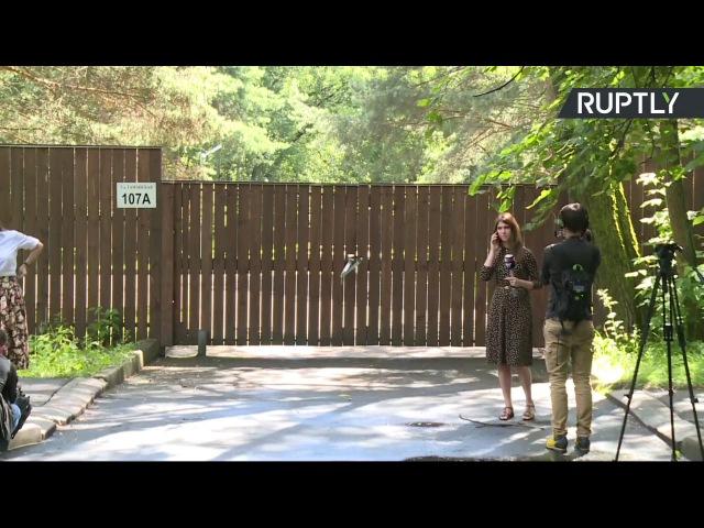 Сотрудники посольства США покидают дачу в Серебряном Бору