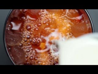 Как делают холодный тайский чай