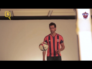 Behind The Scenes Hrithik Roshan Kicks It Up for FC Pune City