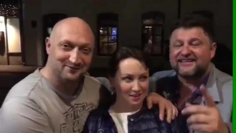Гоша Куценко, Саша Самойленко и Наташа Щукина благодарят Царское золото