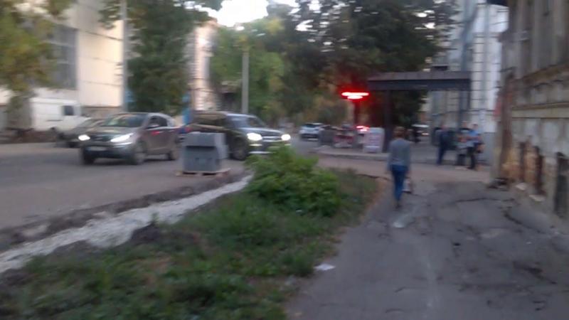 Езда по пешеходному тротуару. Самара, 21 сентрября, Алексея Толстого 8