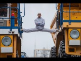 Белорус сел на шпагат между движущимися БелАЗами/The MOST EPIC Epic Split! 160 Ton BelAZ Dump Trucks