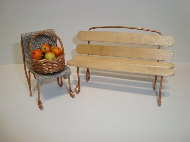 Миниатюрные скамейка и стульчик для композиций. Miniature bench for compositions.