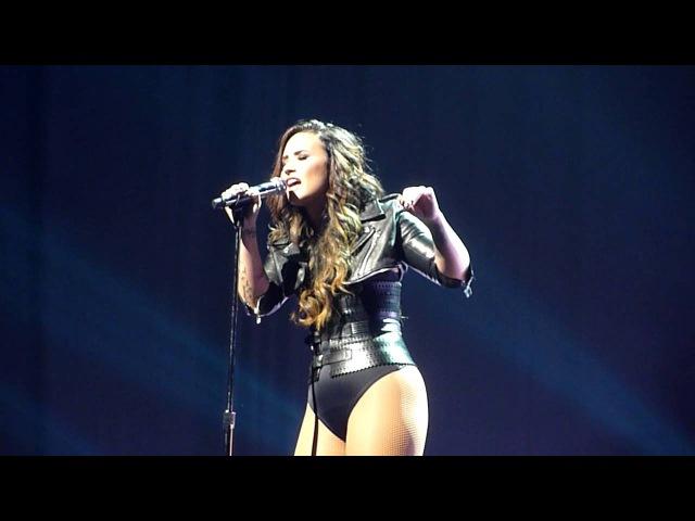Demi Lovato -Wildfire (live debut) - Saddledome Scotiabank, Calgary - 27-08-2016