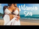 Пляжи Бали. Девушка купается в лучах утреннего солнца на пляже ДжимбаÑ