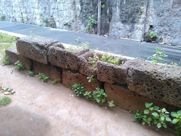 древние каменные блоки в риме руины
