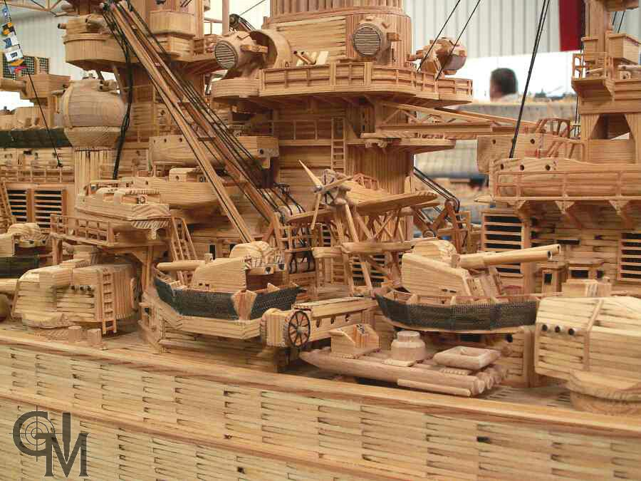 Немецкий Линкор Tirpitz в соотношении 1:125 построен из 71000 спичек. Автор, Dieter Gärtner.