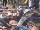 2.бирма.гкноцид ,уничтожение ,унижение,издевательство над невинными людьми! буддисты где ваша вера которая призывает к добру?! м