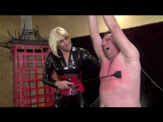 Brutally beating the skin off a screaming slave. starring lady towers