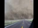 Шокирующие кадры торнадо над шоссе в штате Оклахома. Видео известного охотника за торнадо Рида Тиммера