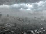 Ураган в Москве ад  машины сдувает валит деревья 29.05.2017 реальная съемка момента