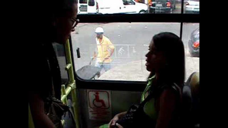 Desrespeito aos idosos no ônibus.