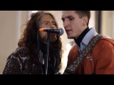 Cтив Tайлер спел с уличным музыкантом в Москве