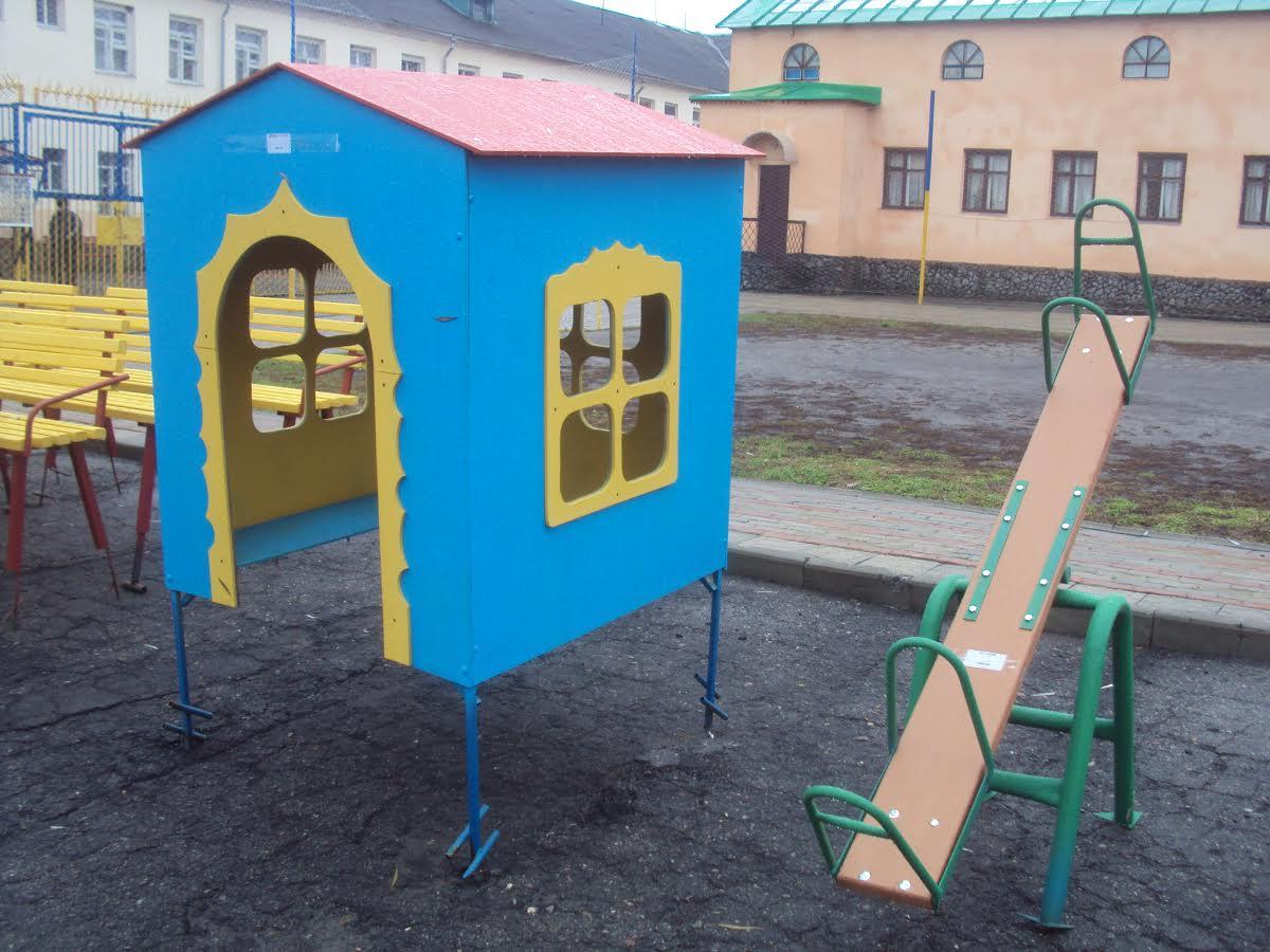 У Харкові в'язні будують дитячі майданчики (ФОТО) - фото 1