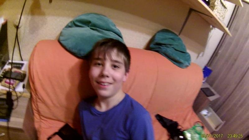 Андей на диване экщен камера 21.05.17_