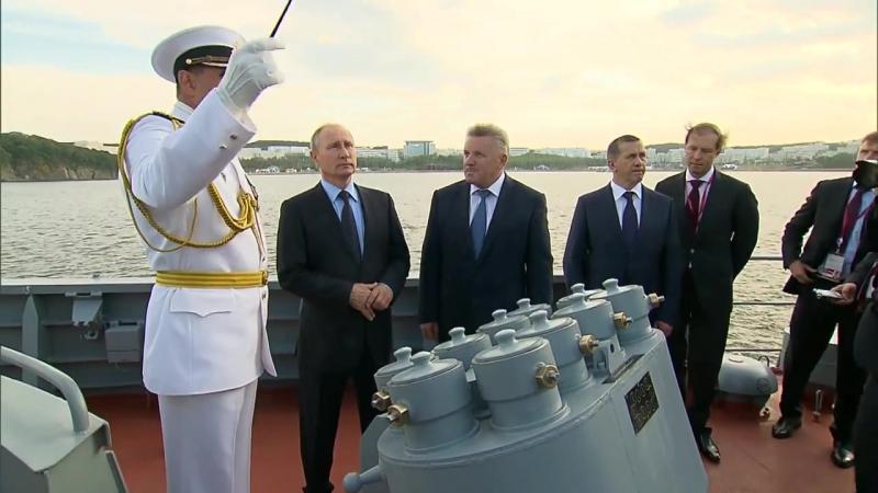 Осмотр СКР «Совершенный» Верховным Главнокомандующим РОССИИ