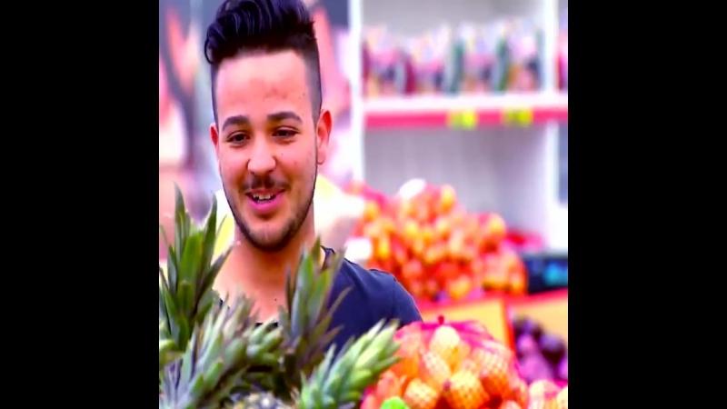 Живые фрукты в супермаркете