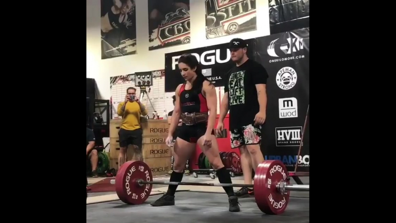 Стефани Кохэн - тяга 225 кг в категории до 60 килограмм.