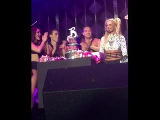 Britney Spears - Happy Birthdady Britney (KIIS FM Jingle Ball)