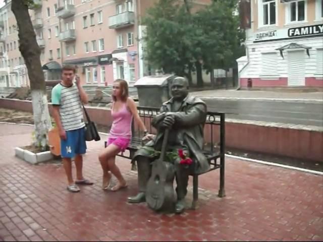 Обезумел бульвар Радищева - там сидит на скамейке Круг!