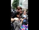 18 апреля 2017 Кендалл на улице с фанатами Палермо Буэнос Айрес Аргентина